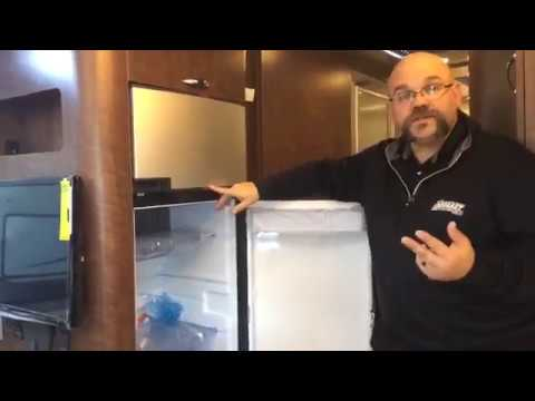 2018 Airstream Globetrotter 27FB Travel Trailer | Dave Arbogast RV Depot | Troy, OH
