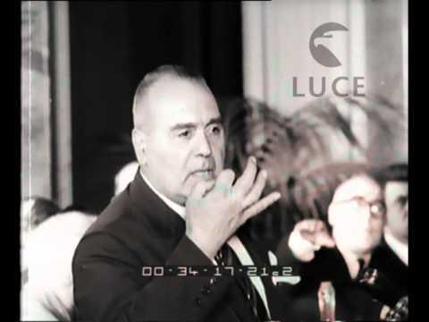 In una riunione dell'Associazione nazionale autori cinematografici intervengono registi, ..