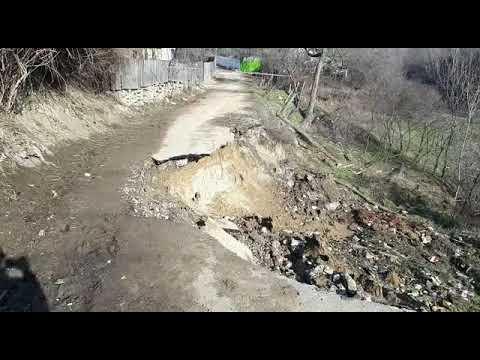 Download video gura vadului drum surpat in Persunari