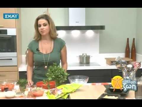 Η Μυρσίνη Λαμπράκη μαγειρεύει Κεμπάπ