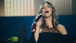 "Katharine McPhee performs ""Somewhere Over the Rainbow"" on PBS Soundstage"