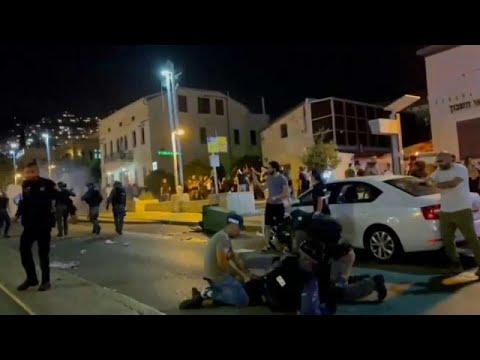 شاهد: اعتقال عشرات المتظاهرين الفلسطينيين في حيفا عقب اشتباكات مع الشرطة الإسرائيلية…  - 19:58-2021 / 5 / 11