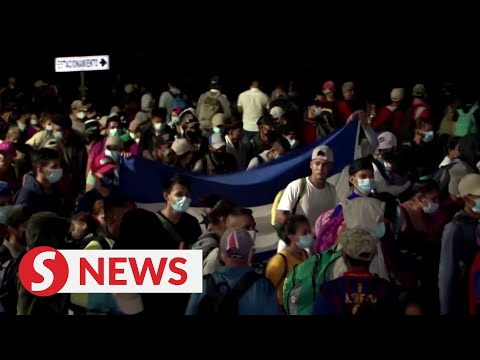 Thousands of Central America migrants traveling north to U.S.
