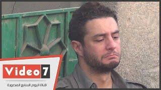 بالفيديو..دموع أحمد الفيشاوى فى وداع « خالد صالح » بمقابر الإمام الشافعى
