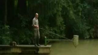 Waller fängt Fischer, 100kg Waller geht auf Fischer los