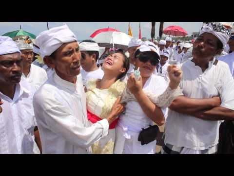 Melasti . Bali Ceremony , Nyepi  (trance and stabbing ritual)