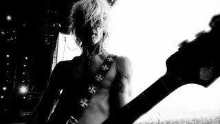 IT'S SO EASY AND OTHER LIES - Duff McKagan, Alcohol Addiction & Velvet Revolver