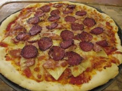 Cách làm Pizza dứa xúc xích với thịt Salami nhanh và ngon