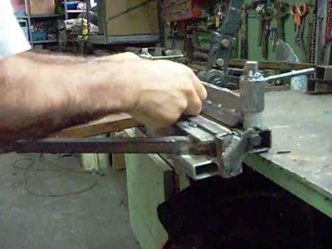 Piegatrice lamiera da banco abbacchiatori pneumatici for Pressa fai da te
