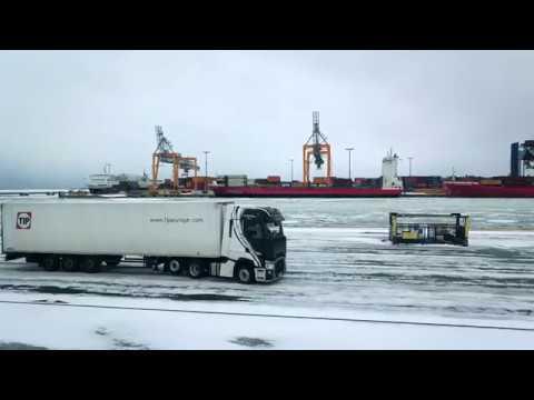Renault Trucks T High sur les routes enneigées finlandaises