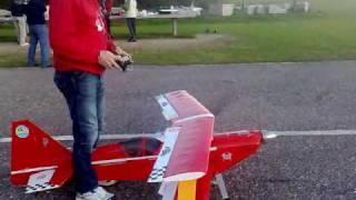 Piloto Alvaro: Avión Biplano  rojo  motor 50 cc ayudar paco en pista porriño