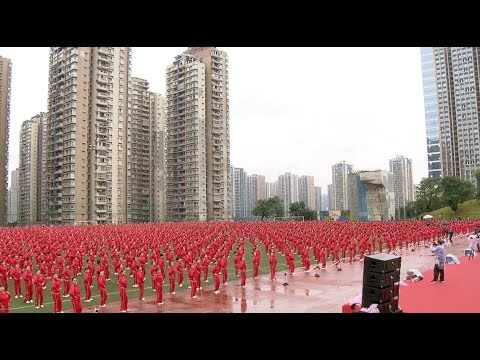 50,000 Chinese in 14 Cities Set New Guinness Square Dance Record