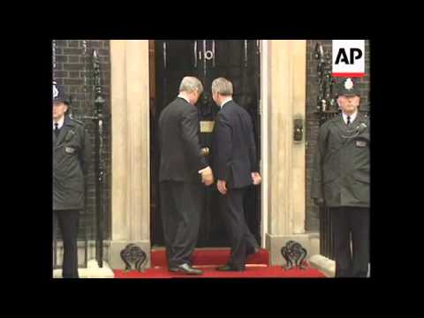 UK: LONDON: US PRESIDENT CLINTON MEETS JOHN MAJOR AT DOWNING ST