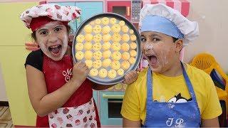 Maria Clara e JP cozinheiros por um dia na cozinha de brinquedo ♥ Pretend Play Cooking Kitchen Toy