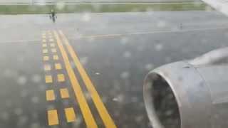 ボストン・ローガン国際空港離陸(雨)