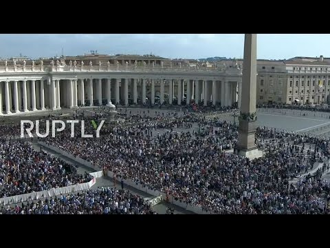 LIVE: Pope Francis leads Easter Sunday mass on St. Peter's S