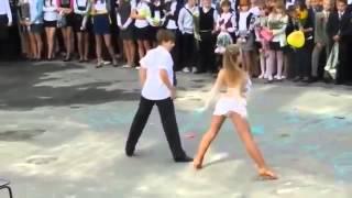 стрип Танец на выпускном 2 ая часть Взрыв Интернета!