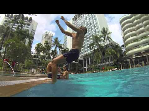 Arsenal stars make a splash in Singapore!
