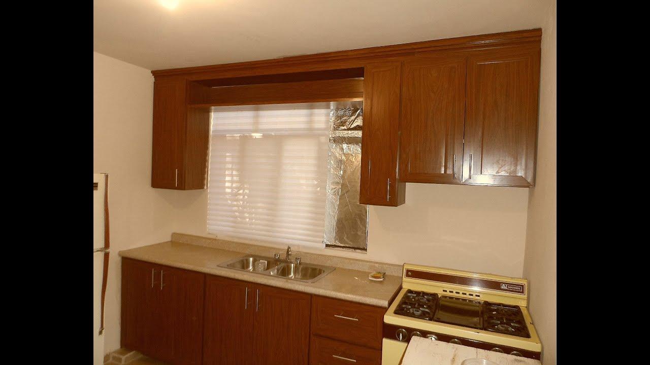 Cocina de pvc recta con puertas tipo tablero youtube for Puertas para cocina
