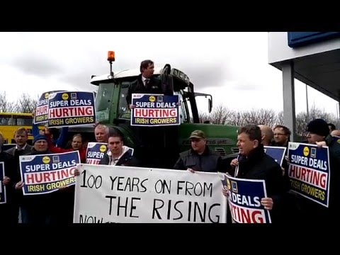 Vegetable growers' protest at Lidl and Aldi