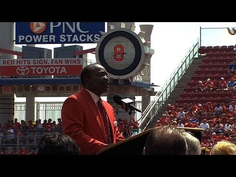 LAD@CIN: Joe Morgan is honored on field before game
