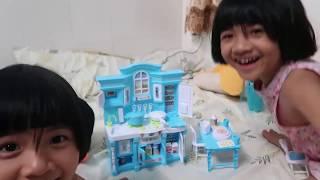 Khám phá bộ đồ chơi nhà bếp của búp bê Elsa