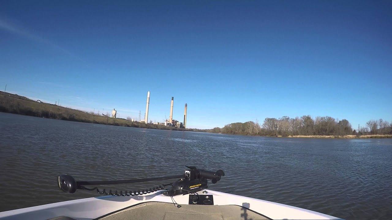 Boat riding lay lake alabama 200hp 18ft fish ski youtube for Lay lake fishing report