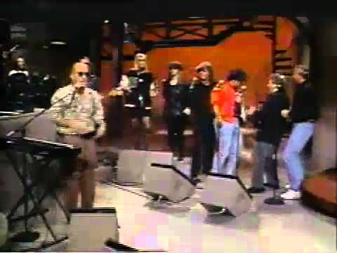 Paul Shaffer & Johnny Maestro - When the Radio is On (live version) on Letterman