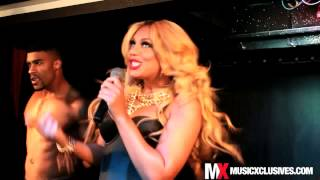 Tamar Braxton surprises fans w/ 'Hot Sugar' live performance