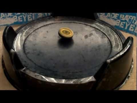 Beyblade Battle: Ray Striker vs Hell Kerbecs