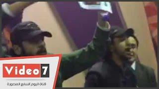 بالفيديو..أنصار القذافى يرددون هتافات معادية لـ عبد الرحمن شلقم بمعرض الكتاب