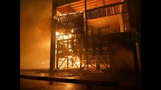 Impressionnant incendie dans la scierie à Volgelsheim – 100 pompiers combattent les flammes
