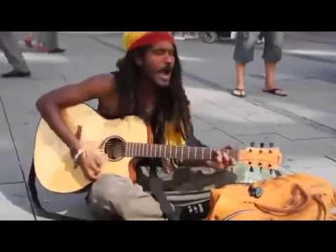Pengamen Jalanan Nyanyi Lagu No Women No Cry,Mirip BOB MARLEY !!