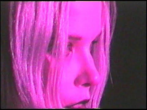 Смотреть клип Alice Glass - I Trusted You