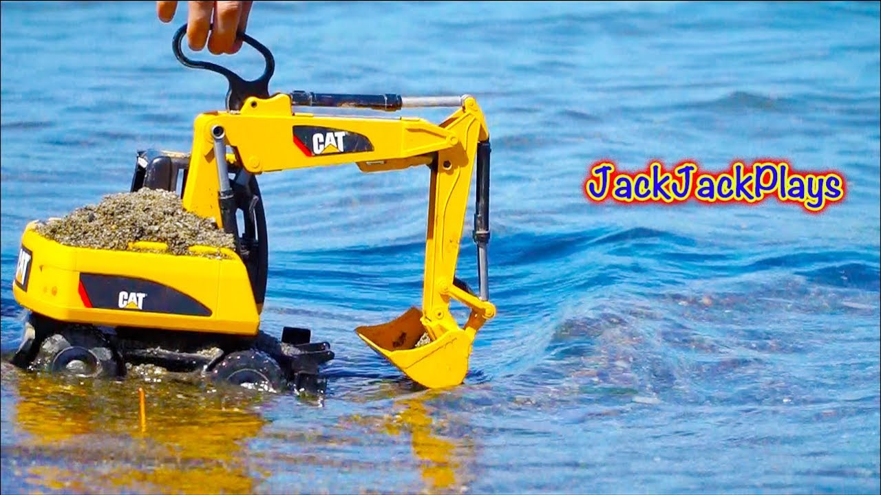 Tonka Toy Trucks >> Diggers for Kids - Beach Playtime - Giving Excavator ...