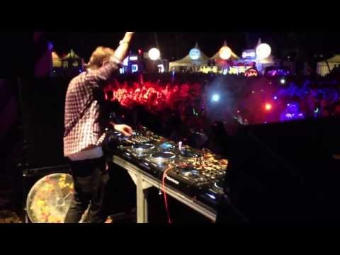 ZoukOut 2011 - Avicii - Titanium (Alesso Remix)