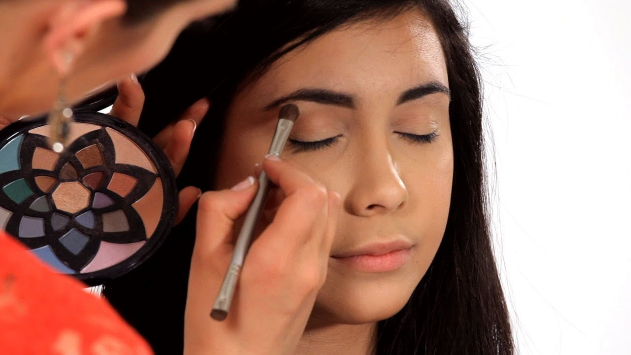 Makeup tricks for small eyes