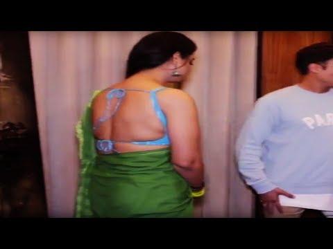 Mahi Gill लग रही है बेहद सेक्सी साड़ी में