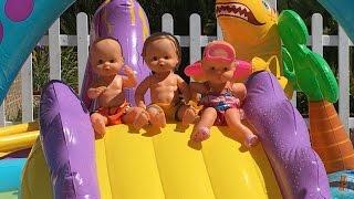 Bebe Lola en el parque acuático de dinosaurios con sus amigas nenuco / Capítulo 56 thumbnail