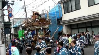 佐原の大祭 秋祭り 2011/10/8 山車は上宿地区の源義経 途中、人形の高さ...