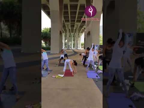 Trust Yoga Outdoor Yoga at Marina Bay, Passion Wave (21 Aug 2017)