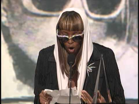 mary-j-blige-wins-favorite-soul/r&b-album---ama-1998