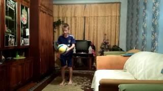 Уроки футбола/чеканка мяча /как научится много набивать