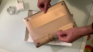 MacBook Air video unboxing per la prima volta. Cosa ci ha deluso particolarmente.