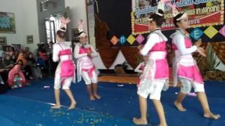 "Video SMA Negeri 1 Besuki-Situbondo juara 2 dance tradisional and modern ""classmeeting 2016"" download MP3, 3GP, MP4, WEBM, AVI, FLV Desember 2017"