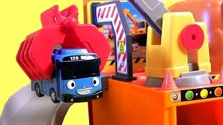 Tayo the Little Bus Big Loader Construction Set with Cars & Dump Truck Car Toy 꼬마버스타요견인차 토토 Disney(뽀로로 덤프트럭 꼬마버스 타요 장난감 . мультфильмы про машинки Игрушки. тайо маленький автобус Игрушки. 꼬마버스타요견..., 2015-08-27T19:48:23.000Z)