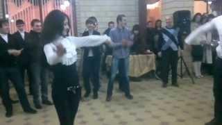 Четкая Лезгинка Девушка классно танцует!(Смешные приколы интернета, видео. Смотрим и отдыхаем. Раслабляемся., 2013-09-19T14:25:03.000Z)