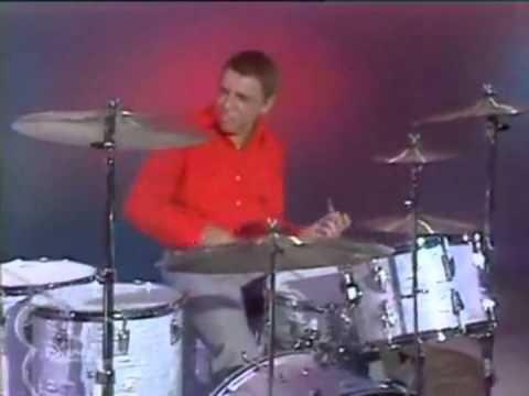 The Muppet Show - Buddy Rich vs Animal Drum Battle