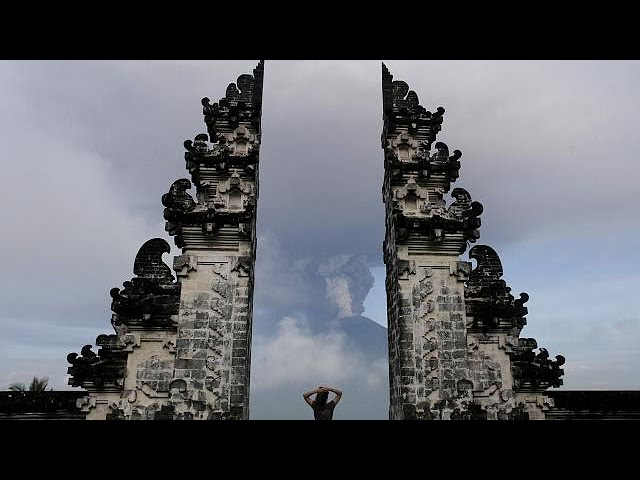 Bali on maximum alert over volcano eruption threat