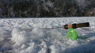 Мирная рыба кидается на блесну Зимняя рыбалка 2020 2021